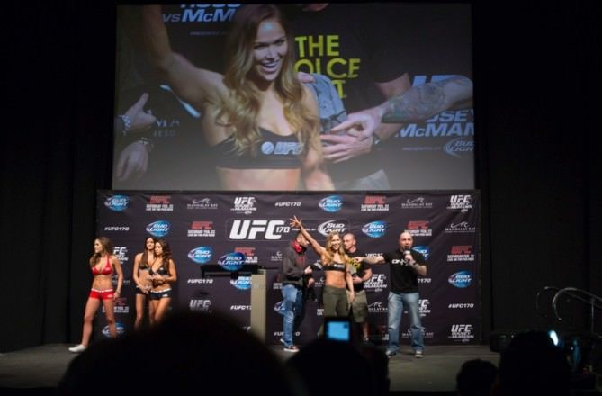 ester-lin-photo-ronda-rousey-mike-dolce-ufc-170-j