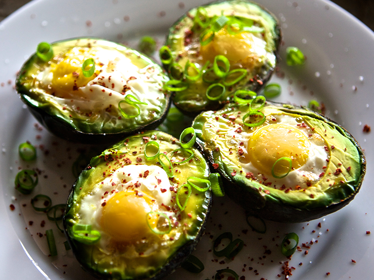 baked-avocado-with-eggs
